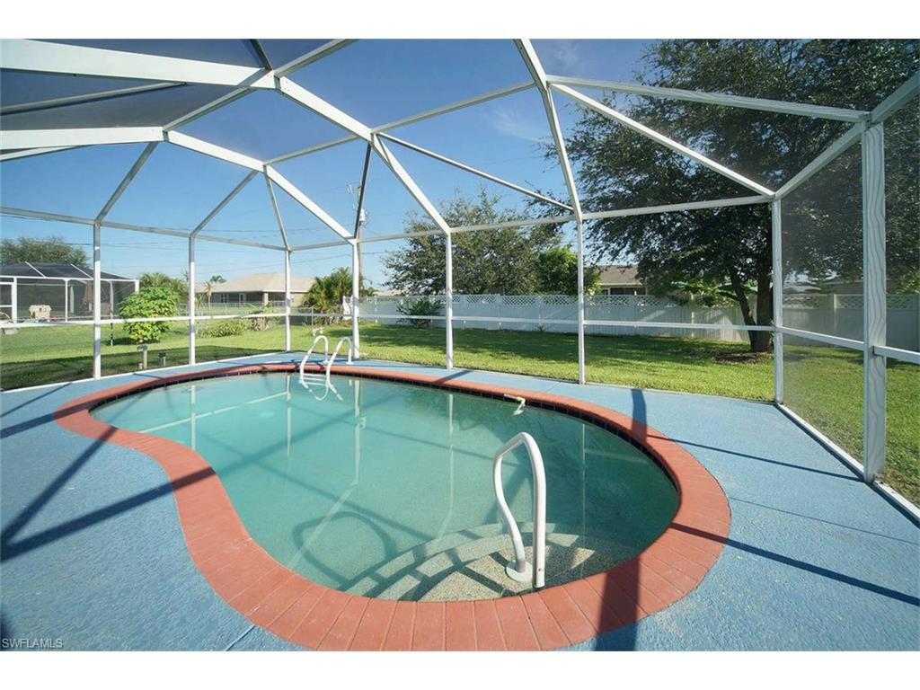 Dům na Cape Coral (3 ložnice, 2 garáže, bazén)