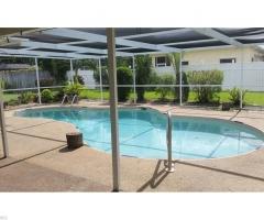 Dům s bazénem a třemi ložnicemi – Cape Coral Florida