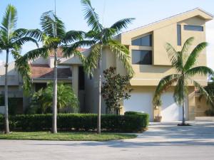 Typický domek s garáží v Boca Raton, Florida