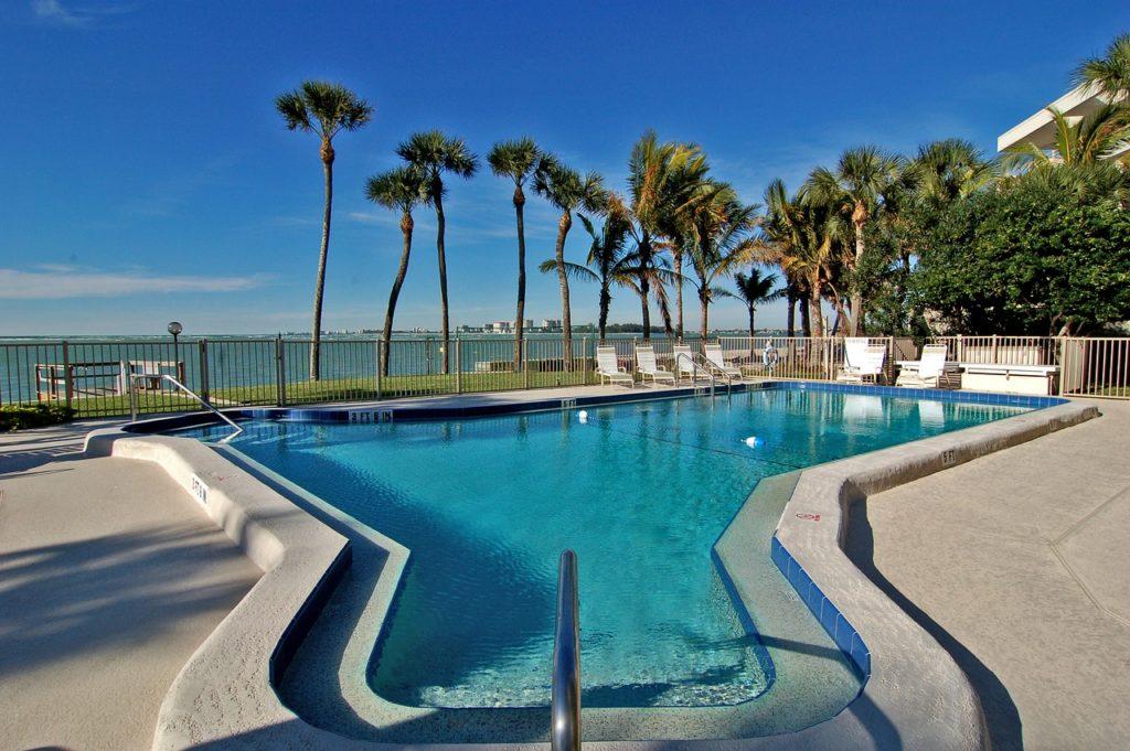 Siesta Key na Floridě – bazén u pláže